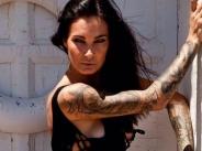 Цеци Красимирова изрисува цялото си тяло с татуировки