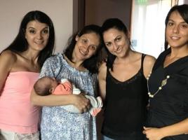 Мариана Попова публикува първи снимки на бебето от Веселин Плачков