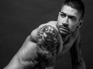 Жоро атакува поп сцената с мускули и татуировки