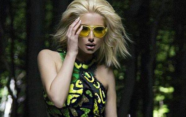 Вижте колко похарчи Цветелина Янева за новата си рокля на Versace